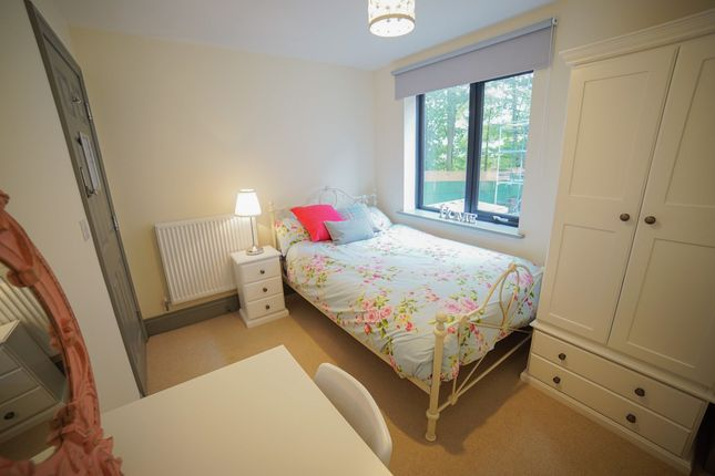 Thumbnail Shared accommodation to rent in Shire Oak Road, Headingley, Leeds