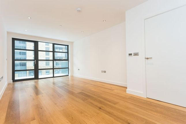 Thumbnail Flat to rent in Page's Walk, London
