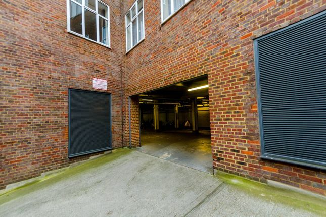 Parking/garage to rent in Upper Richmond Road, Putney