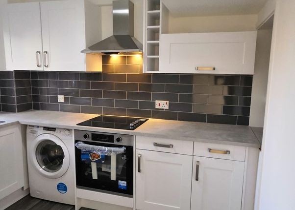 2 bed terraced house to rent in Allerton Close, Ashingdon, Rochford SS4