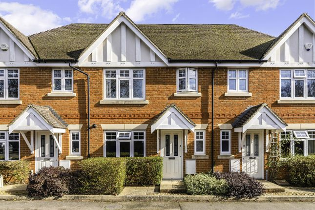 3 bed property to rent in Wolfendale Close, Merstham, Surrey RH1