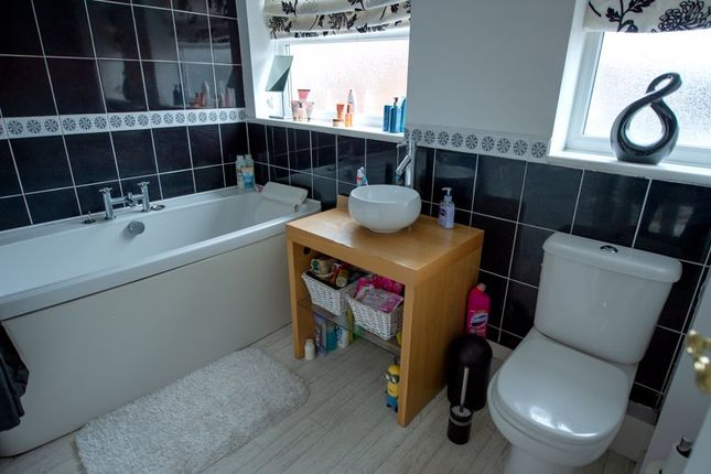 Bathroom of Weaver Avenue, Burscough, Ormskirk L40