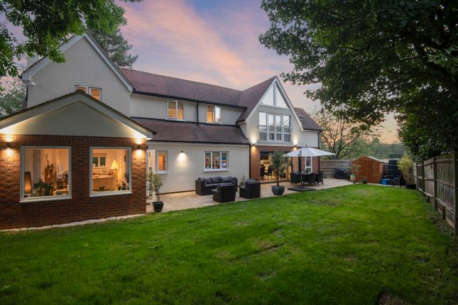 Thumbnail Detached house for sale in Oakley Court, Benson, Wallingford