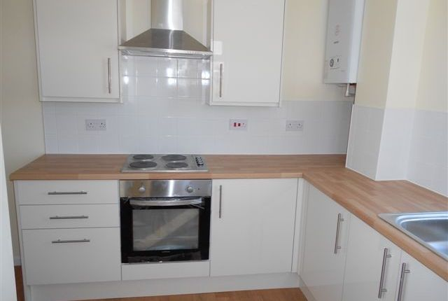 Thumbnail Flat to rent in Victoria Avenue, Porthcawl
