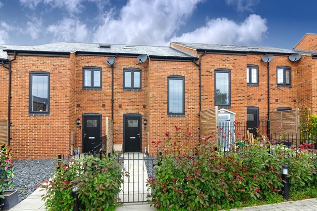Thumbnail Mews house to rent in Foundry Close, Deanshanger, Milton Keynes