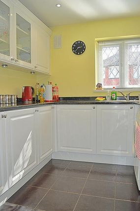 Thumbnail Bungalow to rent in Claremont Street, London