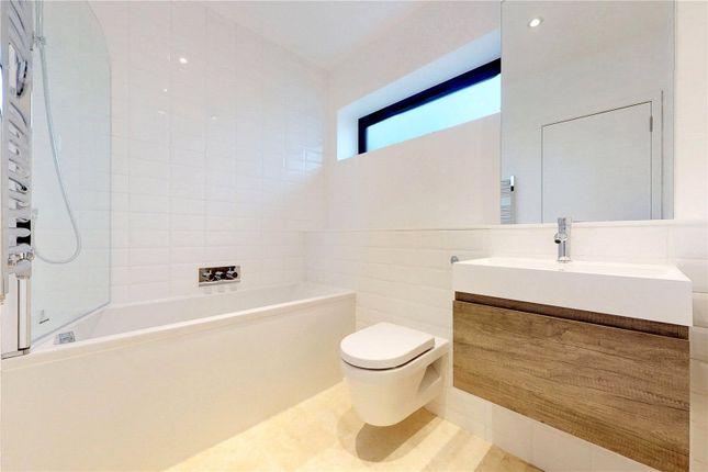 Bathroom of Slindon Court, Stoke Newington High Street, London N16