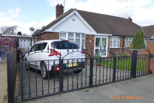 Thumbnail Bungalow to rent in Cloisters Road, Luton