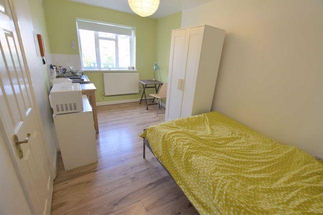 Thumbnail Studio to rent in Oak Lane, East Finchley, London