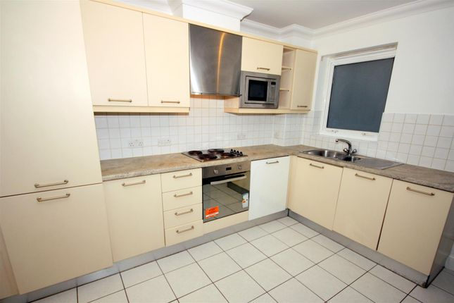 2 bed flat to rent in Eric Street, London E3