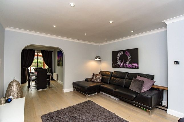Living Room of Plumpton Gardens, Doncaster, South Yorkshire DN4