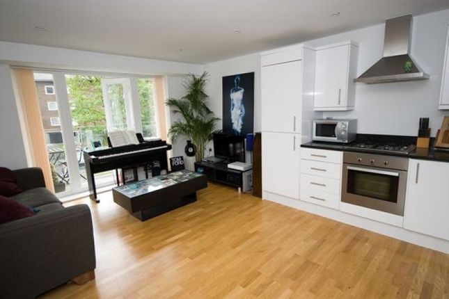 Thumbnail Flat to rent in Lansdowne Place, London