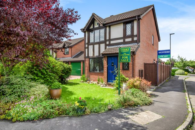 Thumbnail Detached house for sale in Moreton Drive, Leigh