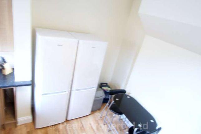 Thumbnail Room to rent in Burdett Avenue, Westcliff-On-Sea