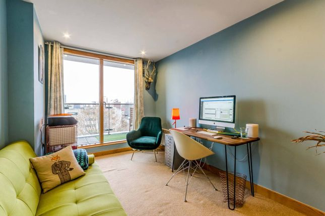 Flat for sale in Frances Wharf, Limehouse, London