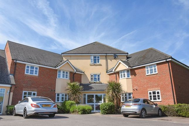 Thumbnail Flat for sale in Peppercorn Way, Dunstable