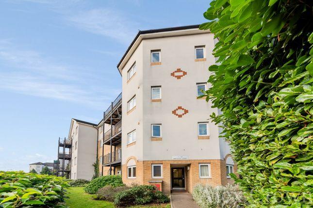 2 bed flat to rent in Enstone Road, Enfield EN3