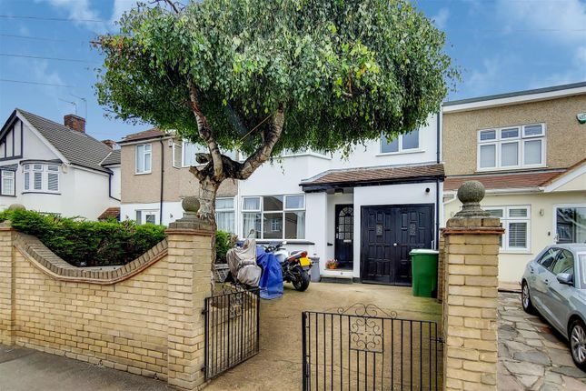Thumbnail Property for sale in Appledore Avenue, Bexleyheath