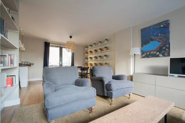 2 bed flat to rent in Batemans Row, Shoreditch