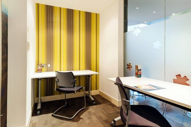 Office to let in Clerkenwell Road, London