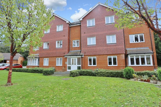 Thumbnail Flat for sale in Knotley Way, West Wickham