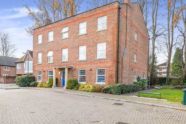 2 bed flat for sale in Spring Close, Crawley