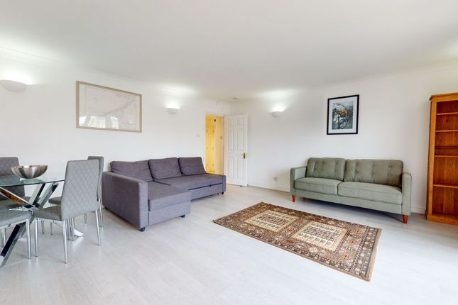 2 bed flat to rent in Rope Street, London SE16