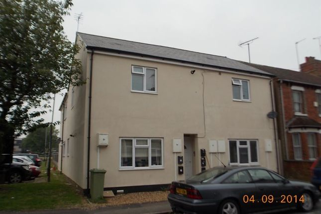 Thumbnail Flat to rent in Oxford Street, Bletchley, Milton Keynes