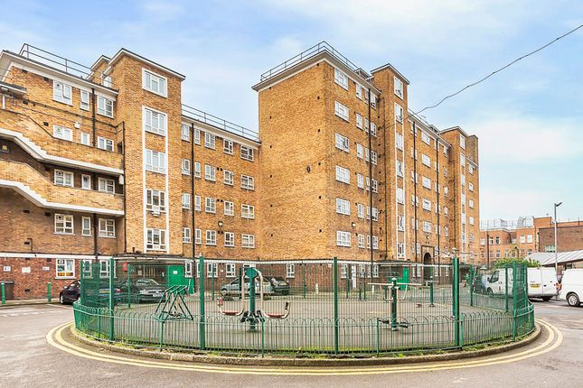 Thumbnail Flat to rent in Cranston Estate, London