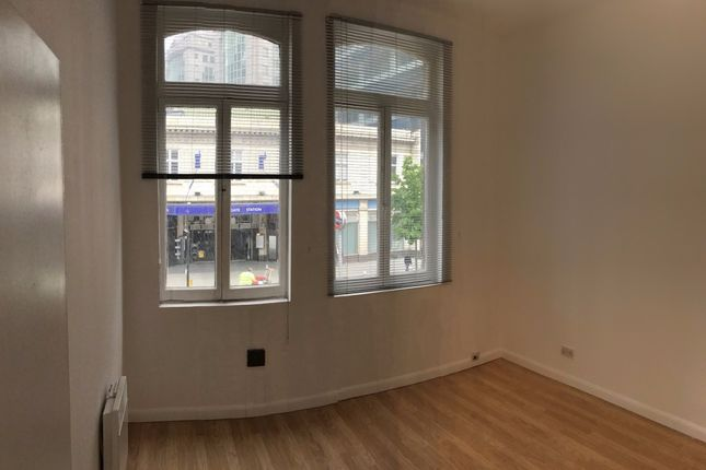 Office to let in Aldgate High Street, London