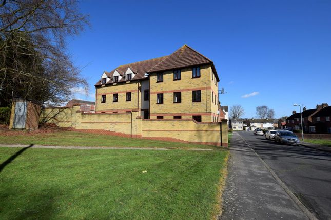 Thumbnail Flat for sale in Abels Road, Halstead