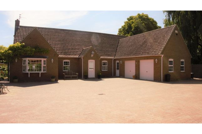 Thumbnail Detached bungalow for sale in Quadring Road, Donington, Near Spalding