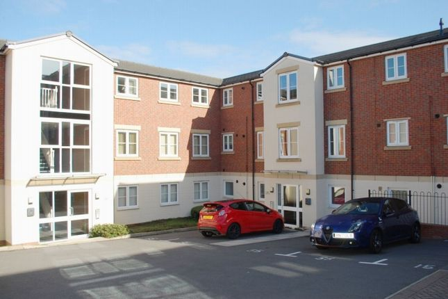 Thumbnail Flat for sale in Dixon Close, Redditch