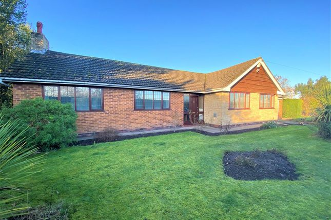 4 bed detached bungalow to rent in Elm Gables, Middle Bickenhill Lane, Solihull B92