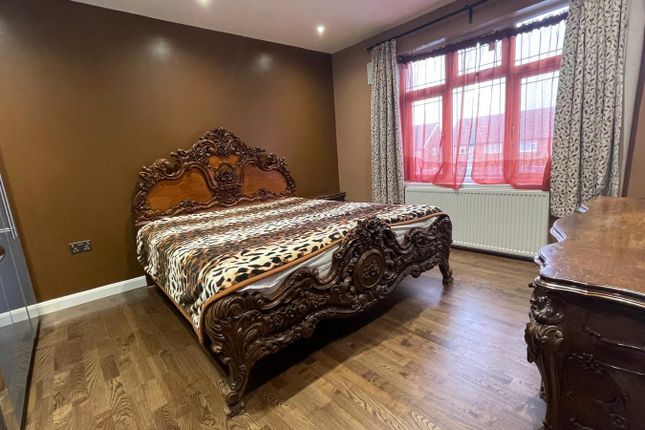 Room to rent in Westfield Drive, Kenton / Harrow HA3