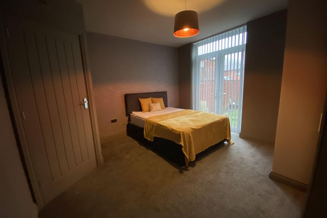 Room Two of Milnrow Road, Rochdale, Rochdale OL16