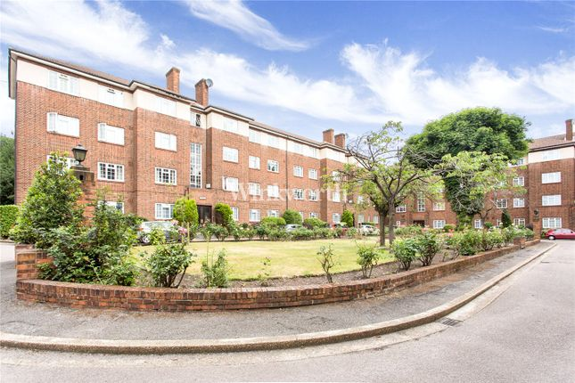 2 bed flat to rent in Danescroft, Brent Street, London