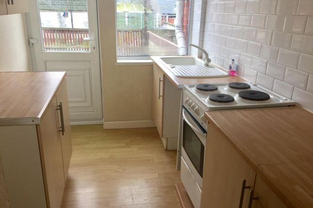 Thumbnail Maisonette to rent in Lloyd Terrace, Chickerell Road, Chickerell, Weymouth