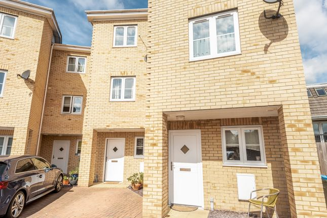 Thumbnail Town house for sale in Nightingale Grove, Southampton