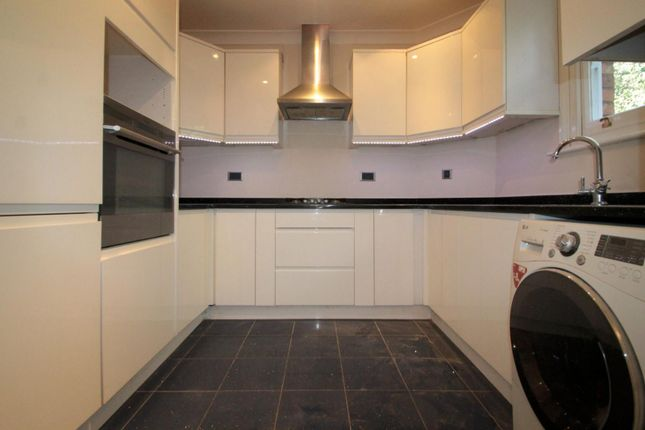 Thumbnail Flat to rent in Cheam Road, Sutton