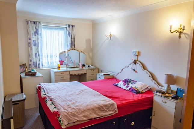 Thumbnail Flat to rent in Limewood Court, Beehive Lane, Ilford