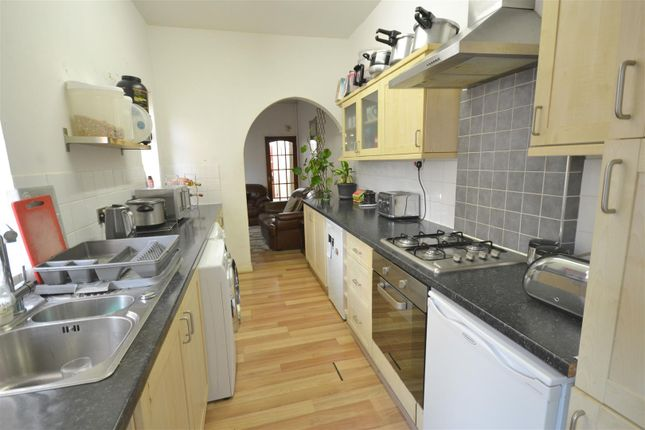 Streamlined Fitted Kitchen