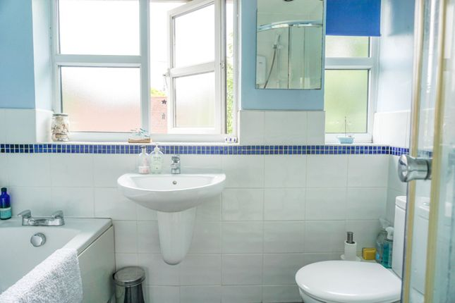 Bathroom of Alne Close, Henley-In-Arden B95