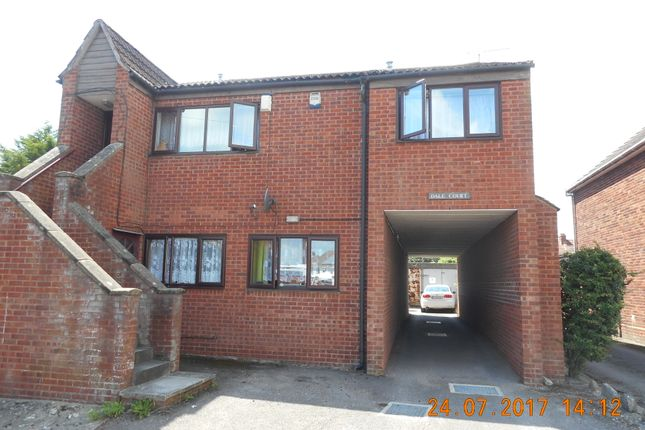 Thumbnail Flat to rent in Sunningdale Road, Yeovil
