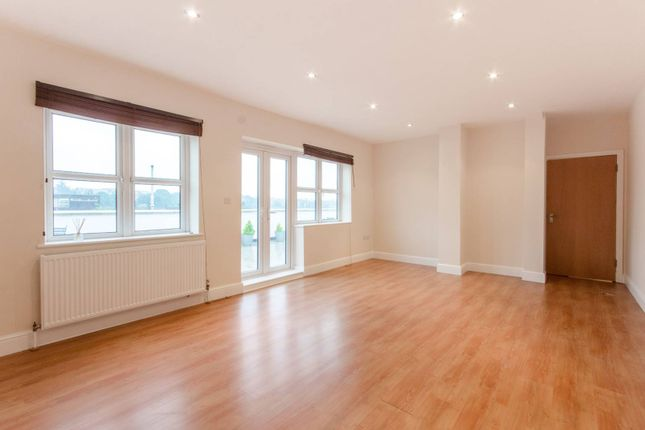 Thumbnail Flat for sale in Park Road, Southgate