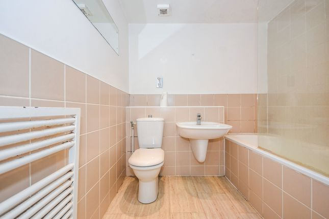 Bathroom of Pollards Close, Rochford, Essex SS4