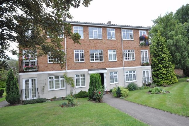Thumbnail Flat to rent in Gainsborough Court, Walton-On-Thames, Surrey