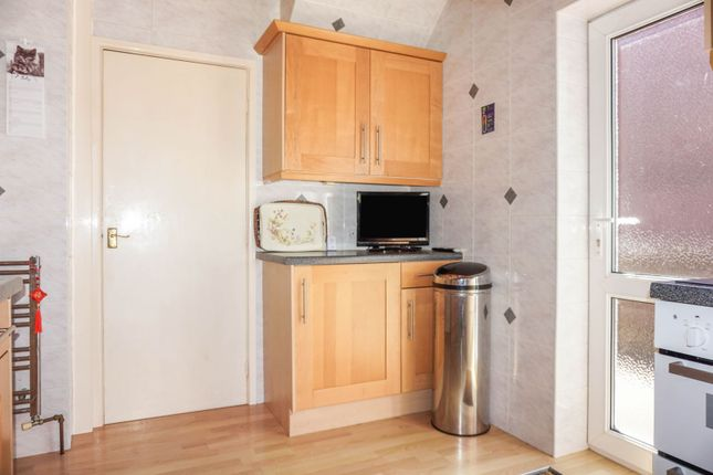 Kitchen of Sparth Road, Manchester M40