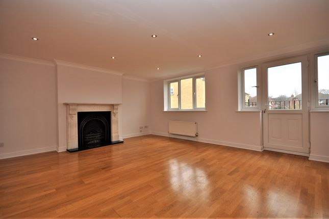 Thumbnail Terraced house to rent in Lynwood Road, Thames Ditton