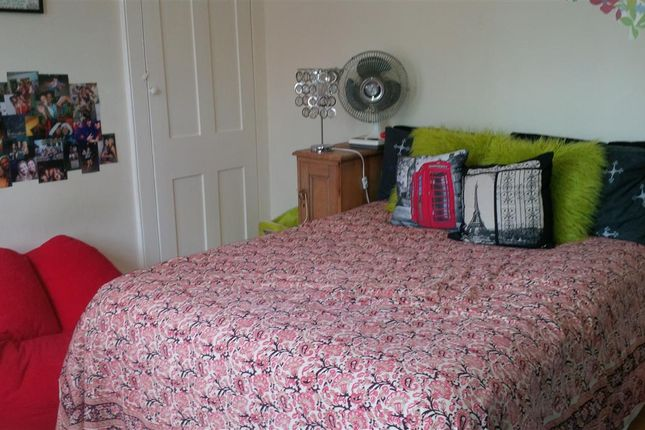 Thumbnail Property to rent in Grove Bank, Grove Hill, Brighton